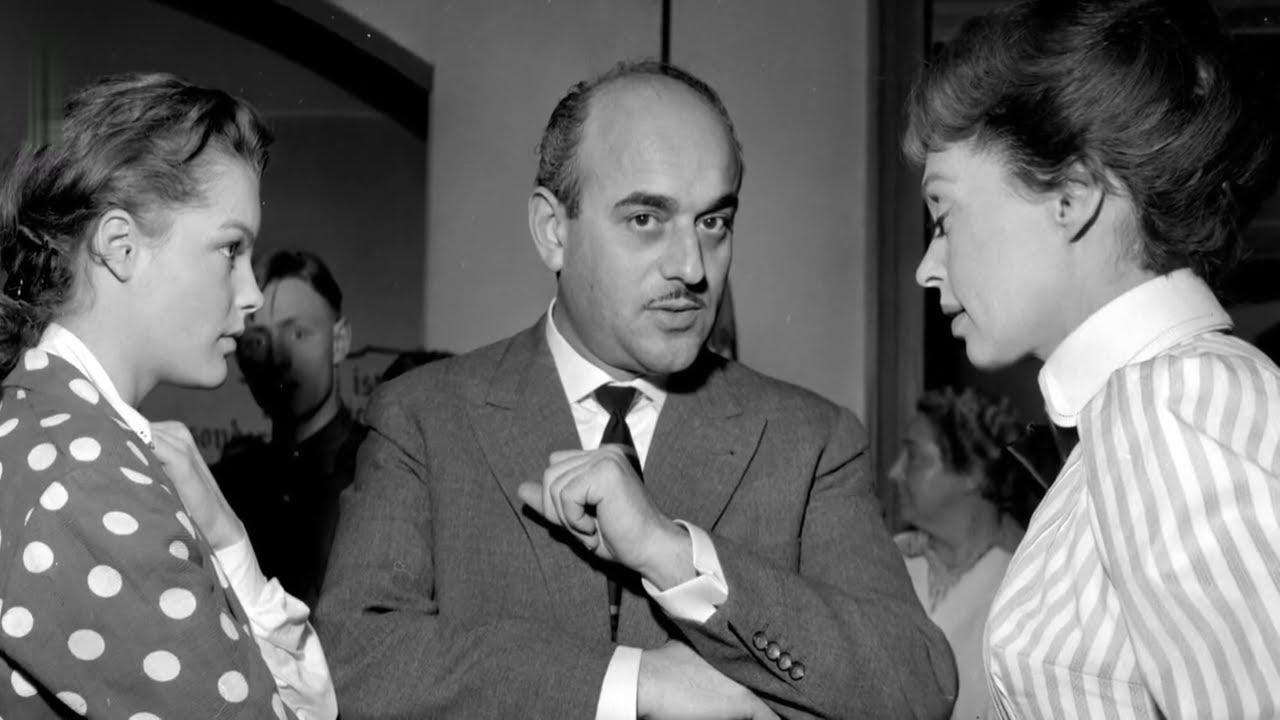 """Arthur Brauner mit Romy Schneider (l.) und Lilli Palmer am Set von """"Mädchen in Uniform"""" (1958)."""