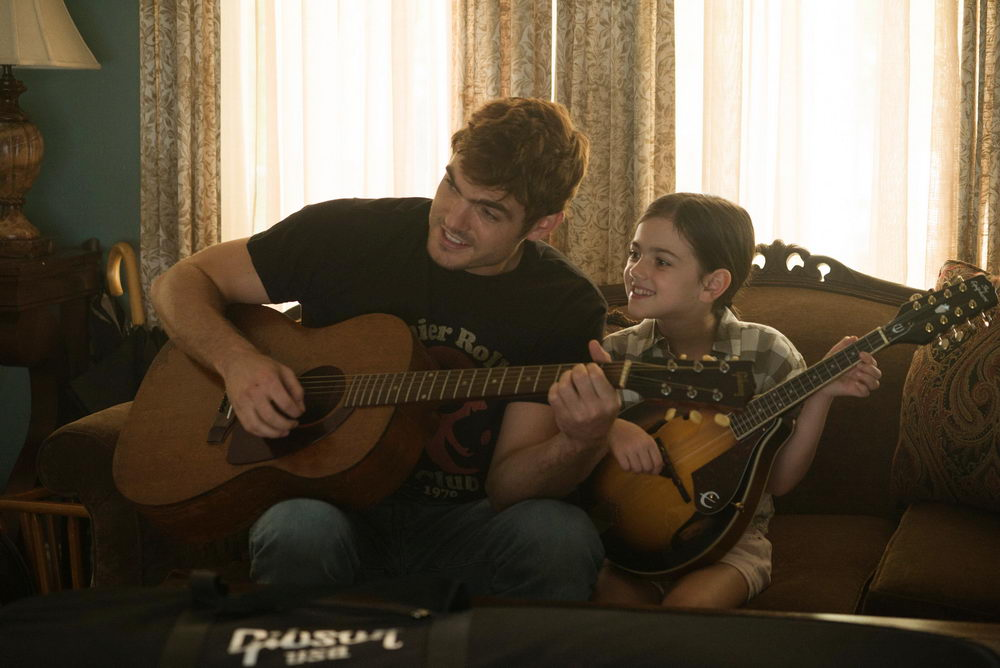 Alex Roe, Abby Ryder Fortson