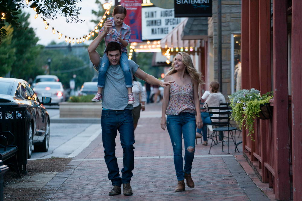 Abby Ryder Fortson, Alex Roe, Jessica Rothe