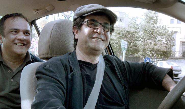 "Filmen am Verbot vorbei: Jafar Panahi in seinem Film ""Taxi Teheran"""