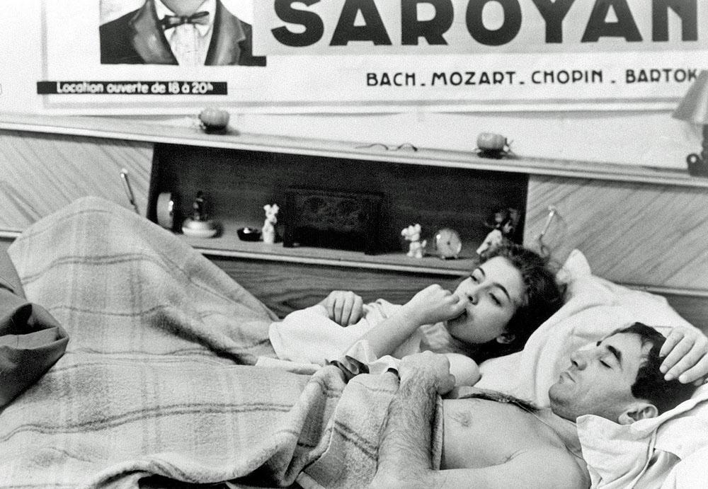 """Charles Aznavour (mit Marie Dubois) in """"Schießen Sie auf den Pianisten"""""""