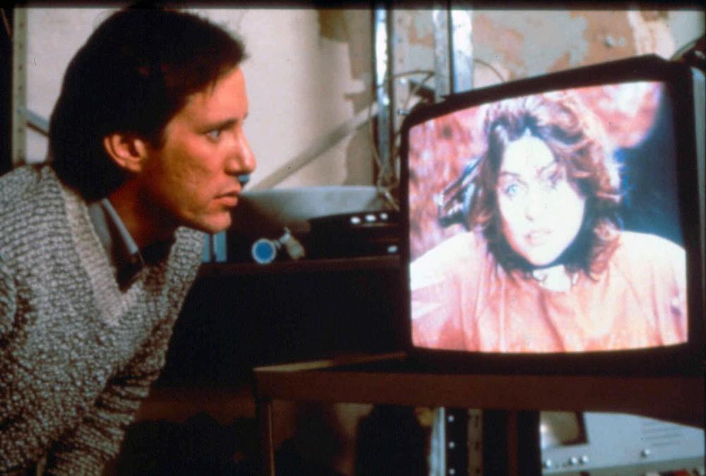 Fernsehproduzent Max Renn (James Woods) verliert den Bezug zur Realität