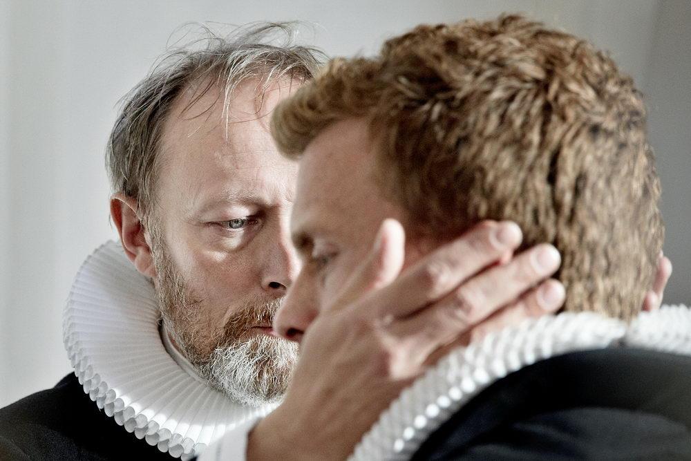 Vater Johannes (Lars Mikkelsen) und sein Sohn August (Morten Hee Andersen) pflegen ein schwieriges Verhältnis