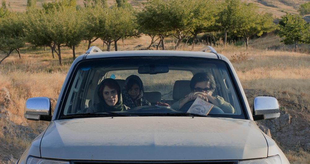 """Hommage ans Kino von Abbas Kiarostami: Eine Autofahrt in """"Drei Gesichter"""""""