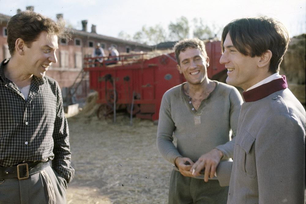 "Das Historien-Epos ""1900"" mit Donald Sutherland, Gérard Depardieu und Robert De Niro © 1996-98 AccuSoft Inc."