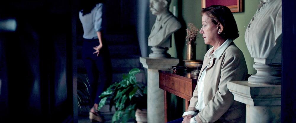 """Ana Brun als Chela in """"Die Erbinnen"""""""
