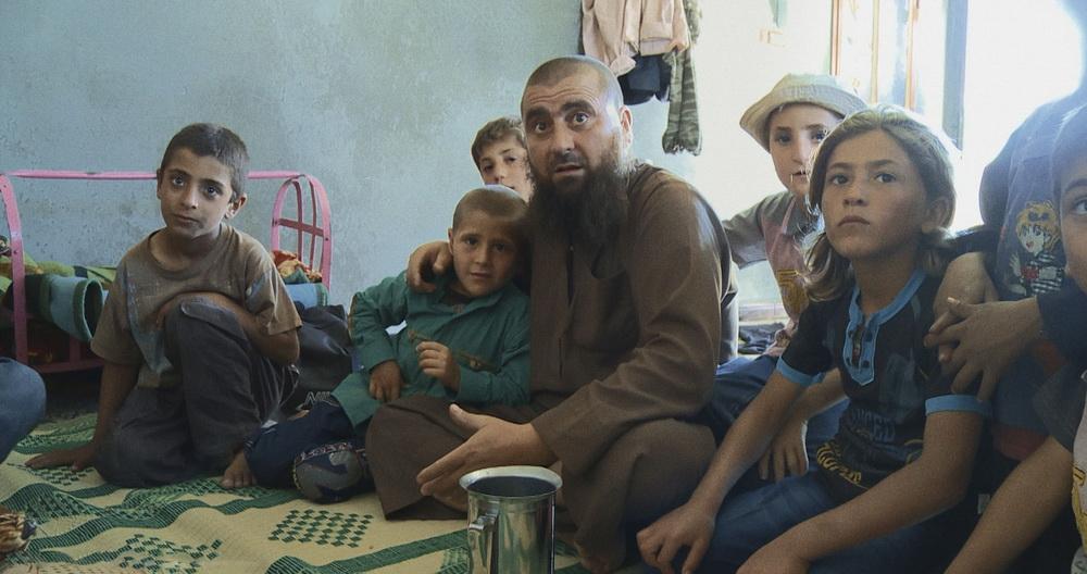 Stolzer Vater und Erzieher zum Fundamentalismus: Abu Osama im Kreis seiner Söhne