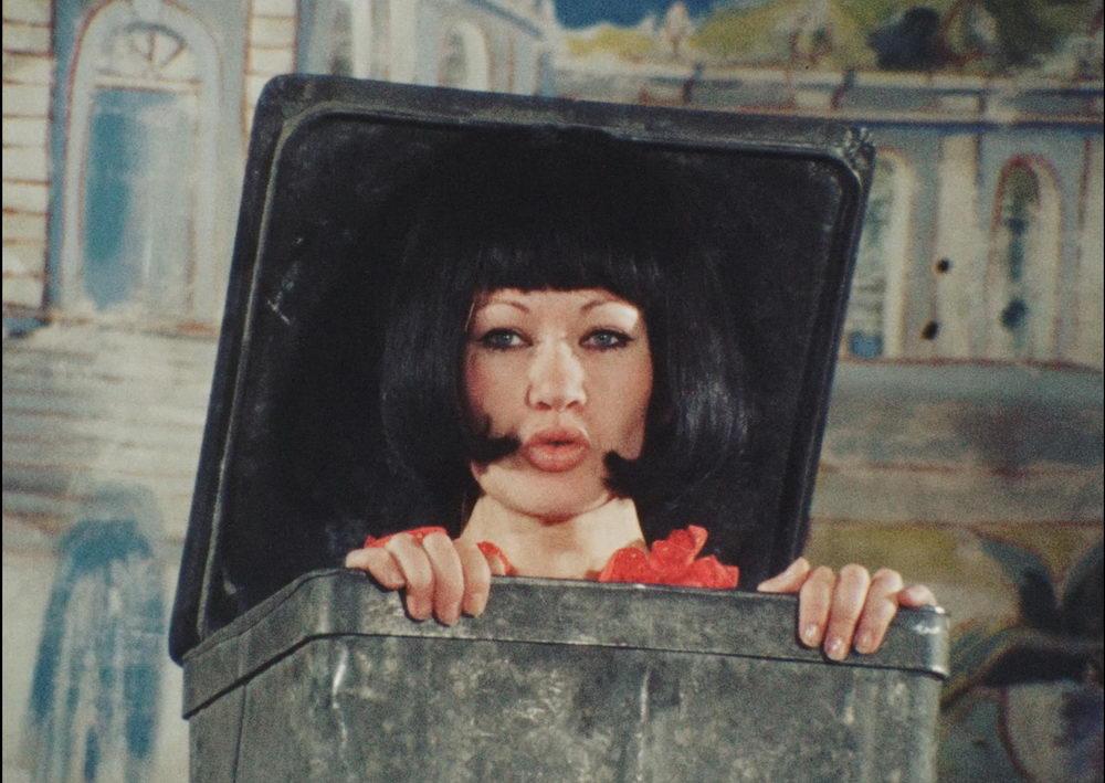 "Kristine de Loup als rebellisches ""Kübelkind"""