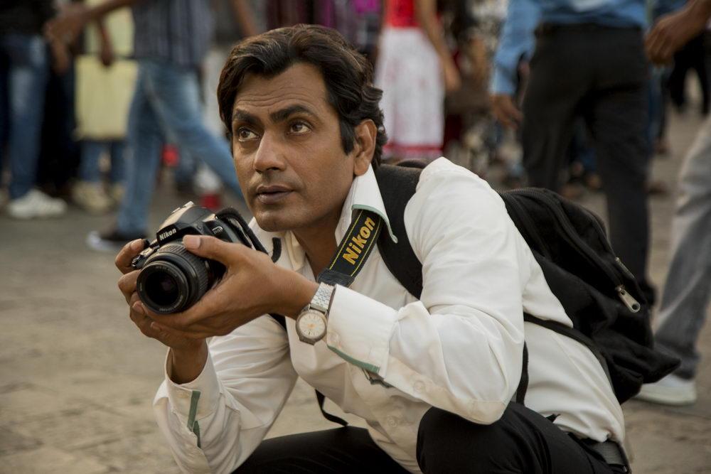 Rafi (Nawazuddin Siddiqui) verdient sein Geld, indem er Touristen ablichtet