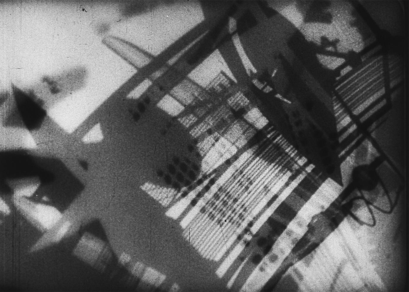 """""""Ein Lichtspiel Schwarz-Weiss-Grau"""" (1932, LászlóMoholy-Nagy), Quelle: Deutsche Kinemathek – Fotoarchiv"""