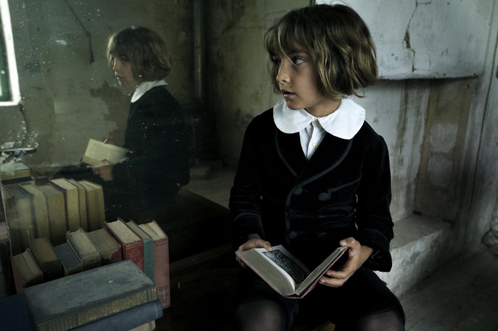 """A dragon rises"": Jungschauspieler Tom Sweet in ""Childhood of a Leader"""