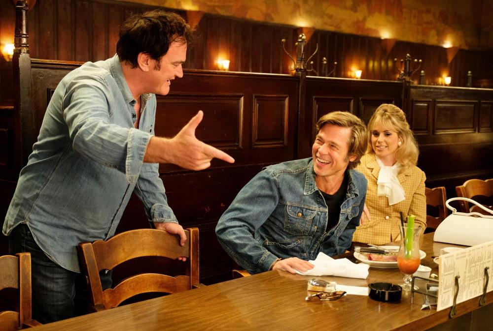 Tarantino mit seinen Darstellern Brad Pitt und Margot Robbie.