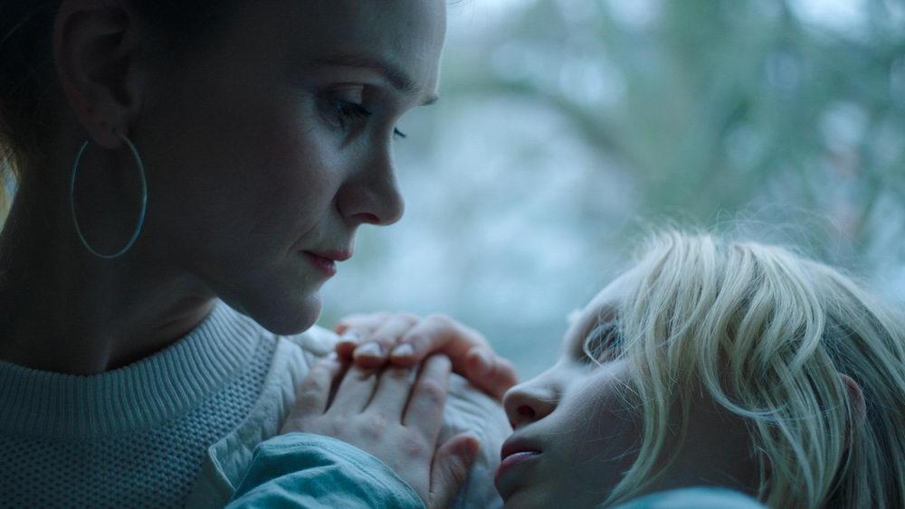 Die überforderte Mutter (Lisa Hagmeister) vermeidet jede klare Positionierung gegenüber ihrer Tochter.