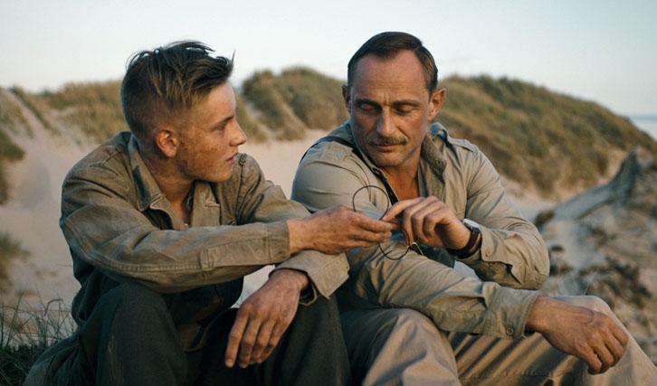 """Im """"Oscar""""-nominierten dänischen Nachkriegsdrama spielte Louis Hofmann einen jungen deutschen Soldaten, der Strände von Minen befreien muss."""