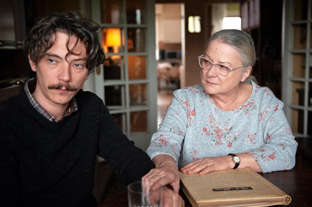Auch Jahrzehnte nach dem Missbrauch noch von den Folgen gezeichnet: Emmanuel (Swann Arlaud) mit seiner Mutter (Josiane Balasko).