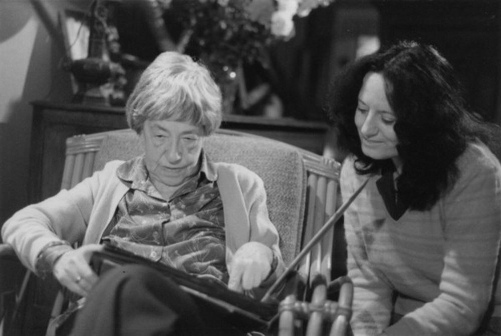 Katja Raganelli (r.) im Gespräch mit Simone Guy (l.)