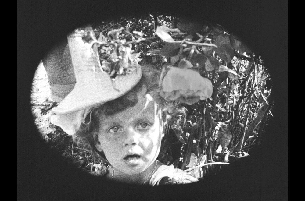 """Das Kind, aus dem eine vielbegehrte Frau werden wird: Szene aus """"La Roue"""""""