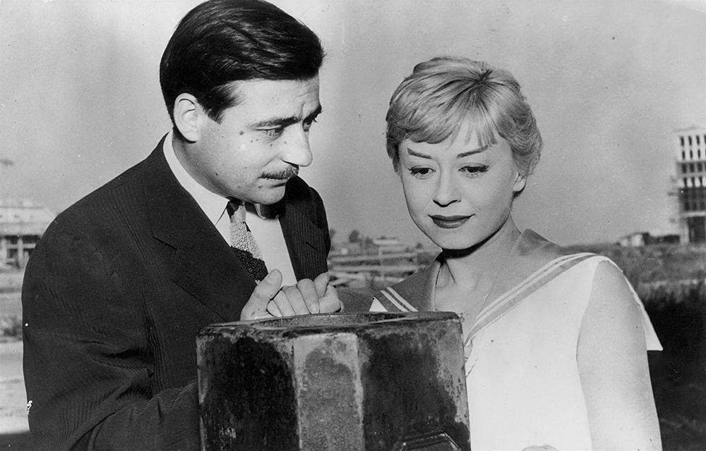 """Für Fellini spielt François Périer in """"Die Nächte der Cabiria"""" einen vermeintlich mitfühlenden Buchhalter, der um Cabiria (Giulietta Masina) wirbt."""