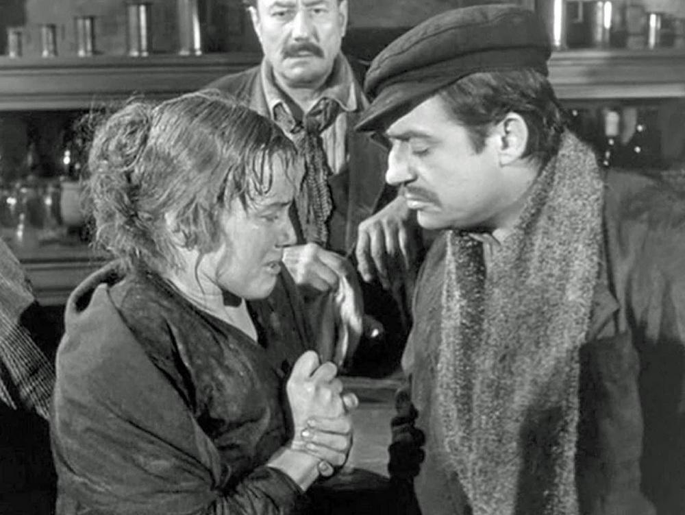 """Der Verfall eines anständigen Arbeiters durch den Alkohol: François Périer mit Maria Schell in """"Gervaise""""."""