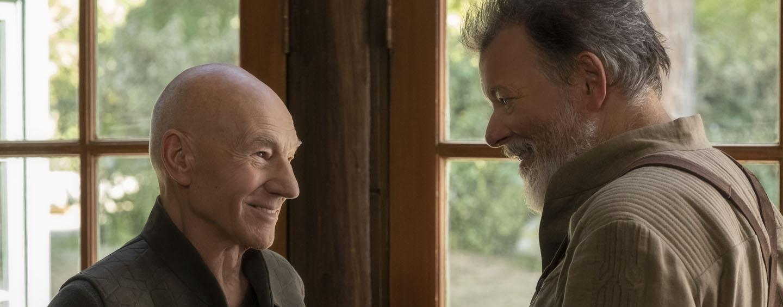 """Der charismathische Captain kommt aus dem Ruhestand: Patrick Stewart (l.) in """"Picard"""" beim Wiedersehen mit seiner ehemaligen """"Nummer 1"""" (Jonathan Frakes)"""