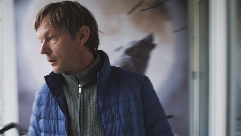 "Sebastian Rudolph als Urs in ""Das freiwillige Jahr"""