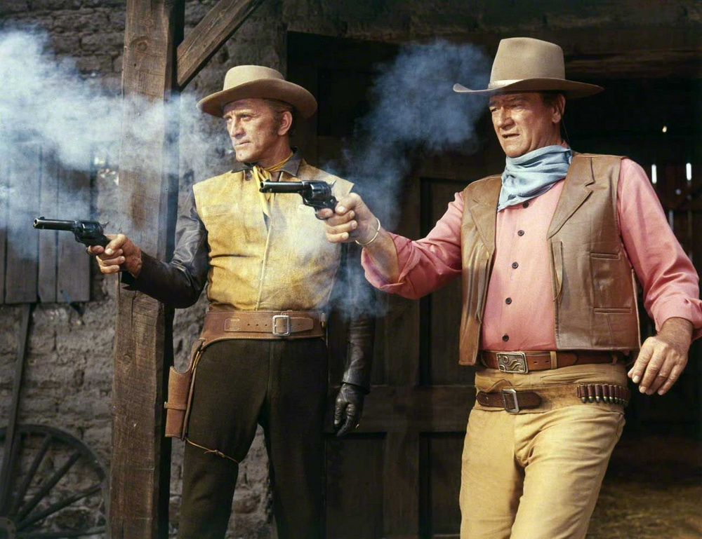 """Mit John Wayne in der Westernkomödie """"Die Gewaltigen"""" (1966)."""