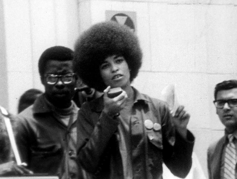 """Teil des 1. Forums-Jahrgangs: """"Angela Angela – Portrait of A Revolutionary"""", 1971, von Yolande du Luart, ein Porträt der Black Power Aktivistin Angela Davis (©Courtesy of Laika-Verlag)"""