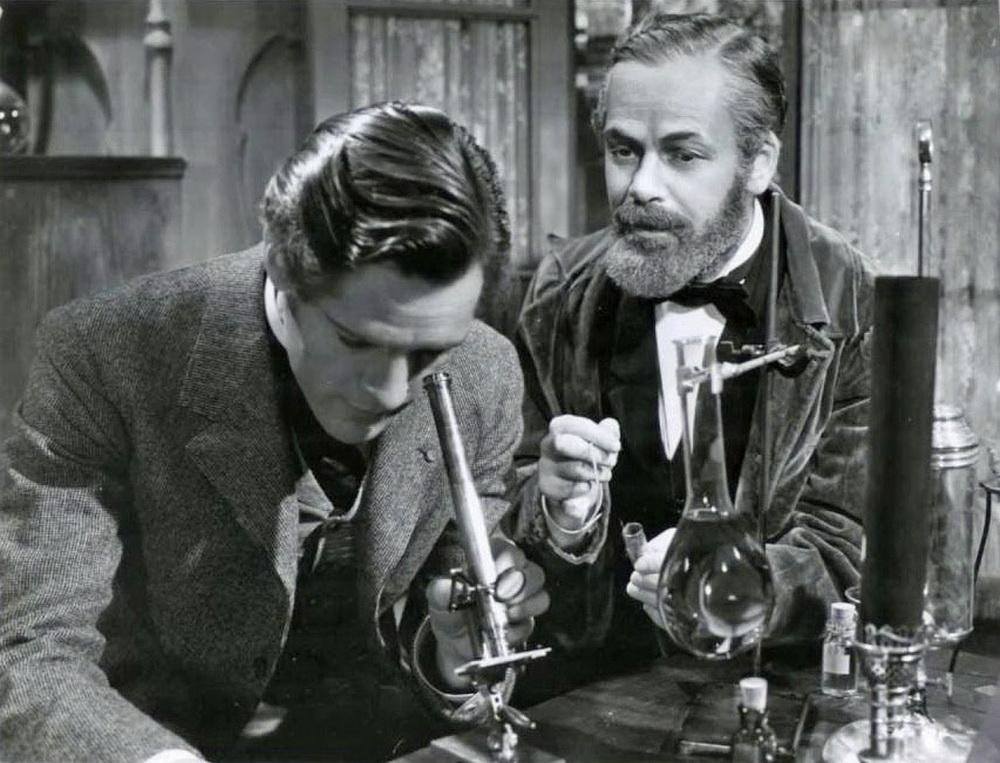 Der avisierte Beethoven-Darsteller Paul Muni (r., mit Donald Woods) hatte zuvor u.a. Louis Pasteur gespielt. © Warner Bros.
