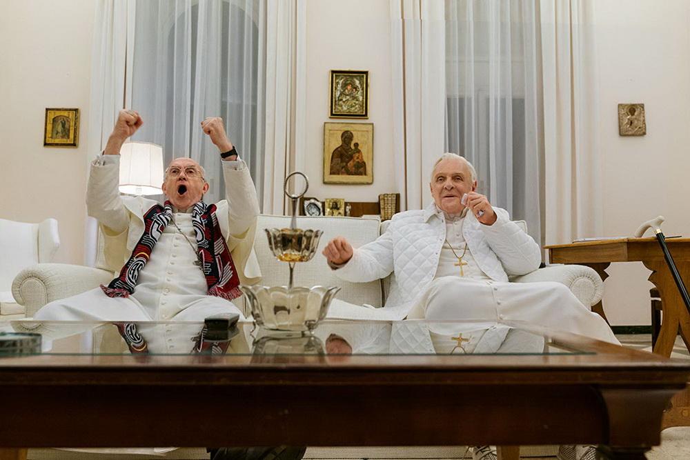 Dichterische Freiheit: Neuer und alter Papst sehen das Fußball-WM-Finale 2016.