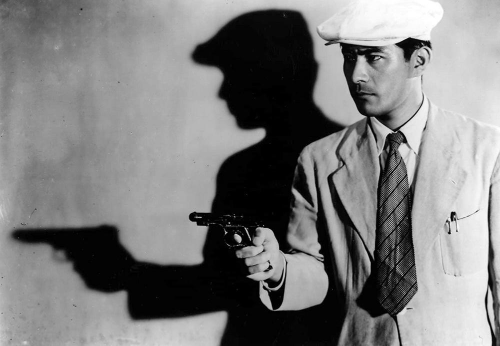 """Toshiro Mifune als junger Polizist in """"Ein streunender Hund"""" (1949) © Toho"""