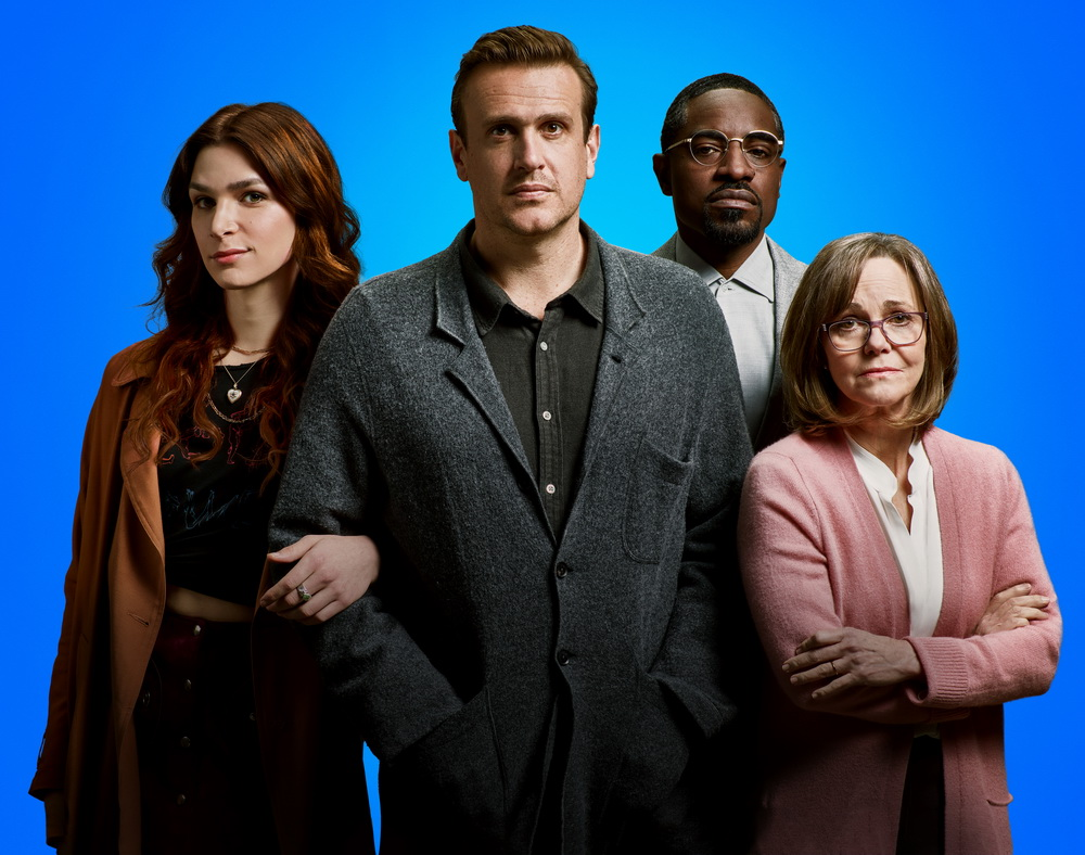 "Die Hauptfiguren aus ""Dispatches From Elsewhere"" (© 2020 AMC Networks Inc)"