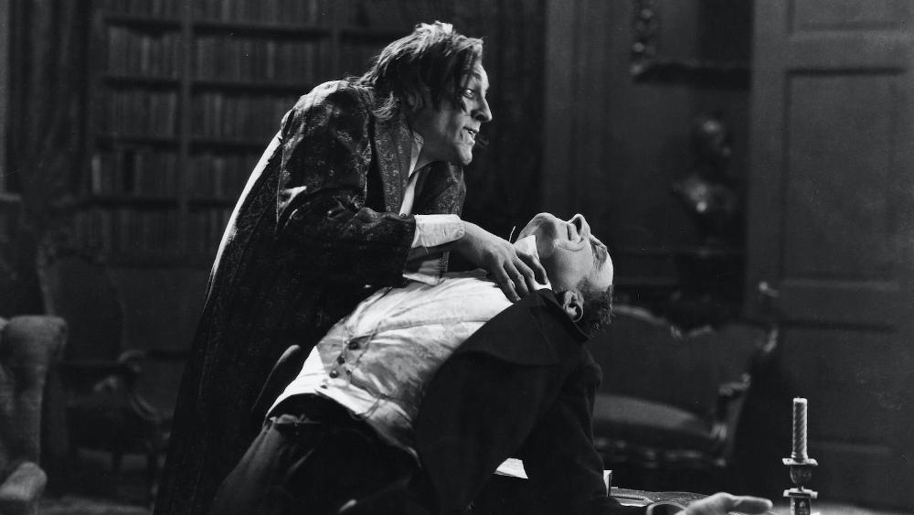 Als Mr. Hyde wird Dr. Jekyll zum gefährlichen Psychopathen.