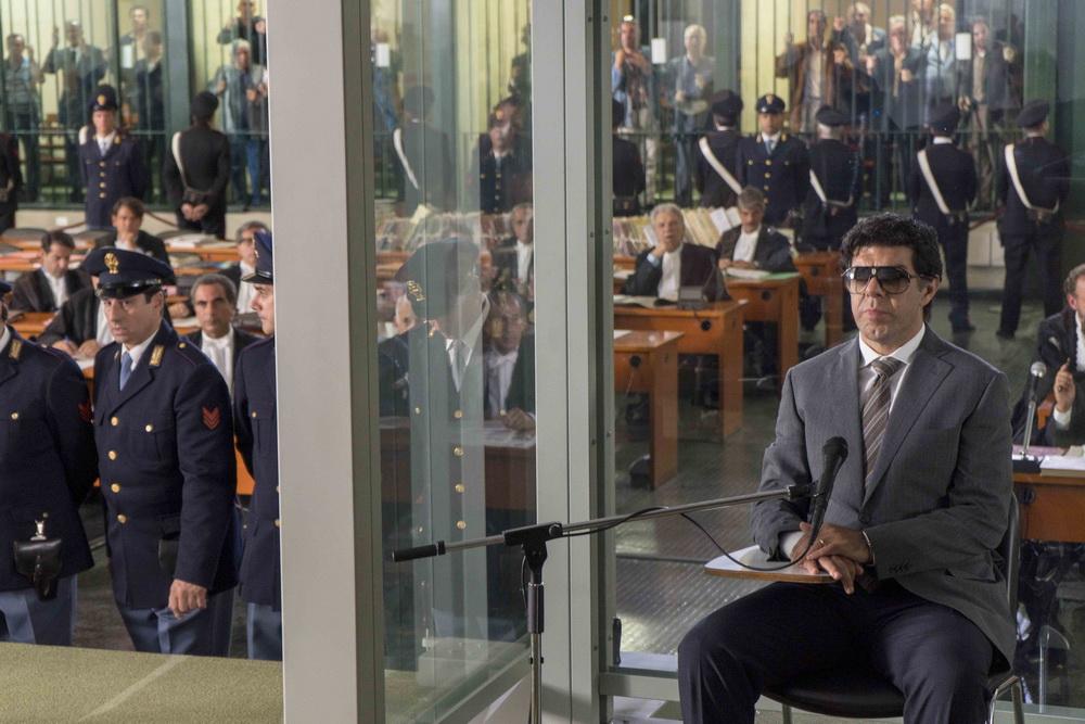 """Vom Mut, sich gegen die eigene Gruppe zu stellen: Pierfrancesco Favino in """"Il Traditore"""" (© Pandora Film Medien GmbH)"""