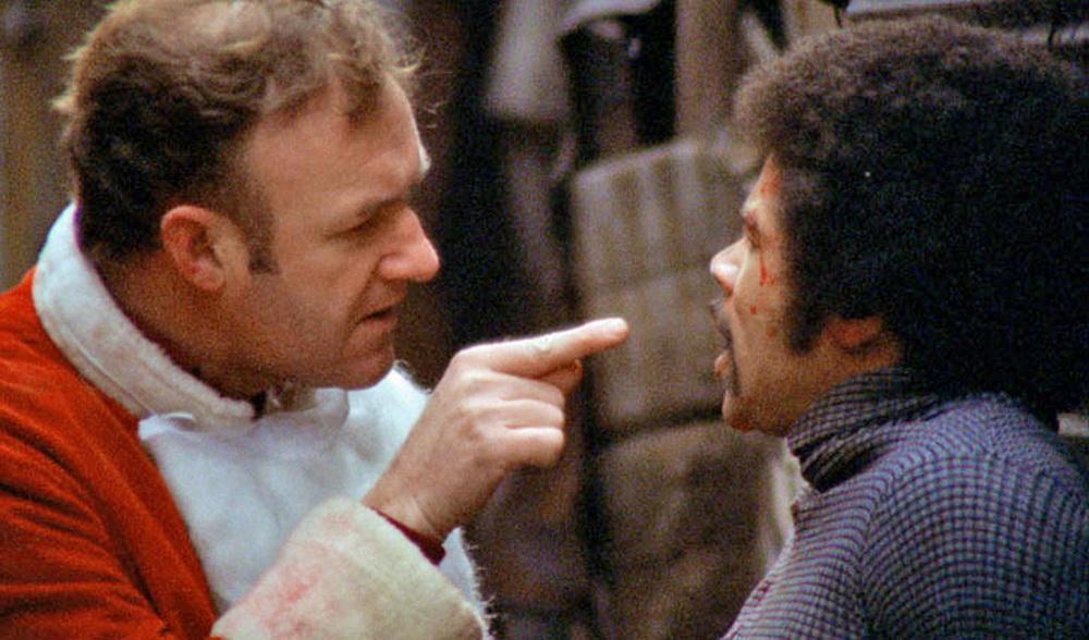 """Popeye Doyle (Gene Hackman, l.) drangsaliert einen schwarzen Kleinkriminellen in """"French Connection"""""""