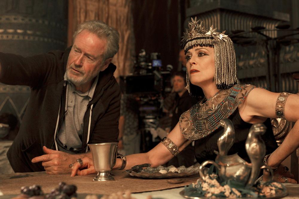 """Ridley Scott beim Dreh von """"Exodus"""" (© 20th Century Fox)"""