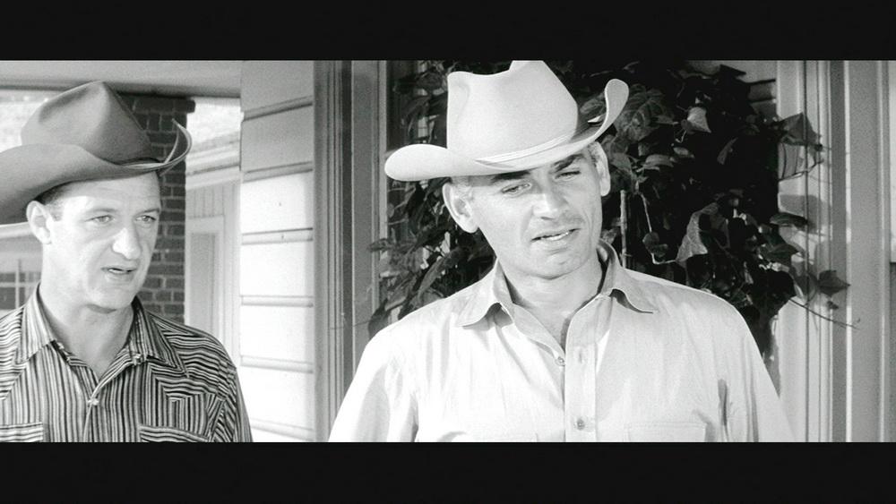 Sheriff Sadler (Jeff Chandler, rechts) wird mit einem scheinbar übermächtigen Gegner konfrontiert.