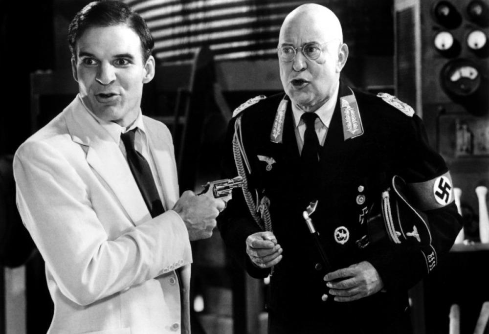 """Mit Steve Martin als Star drehte Carl Reiner (rechts) u.a. """"Tote tragen keine Karos"""" (© Universal)"""