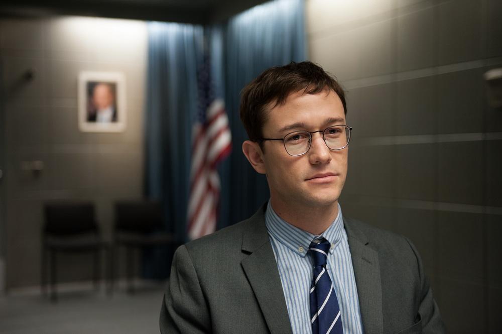 """Allzu sehr zum makelloseen Helden stilisiert: Joseph Gordon-Levitt als Edward Snowden in """"Snowden"""" (© Universum)"""