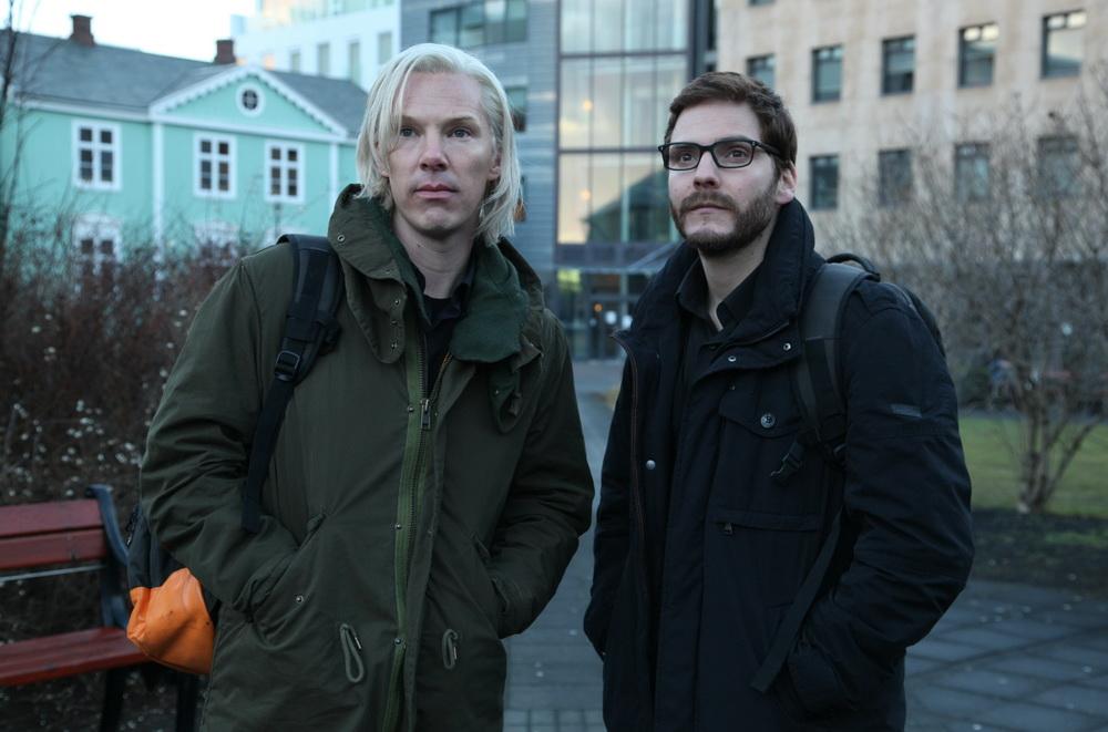 "Benedict Cumberbatch und Daniel Brühl in ""Inside Wikileaks"" (© Constantin)"