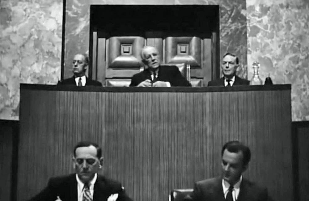 "Das Kriegsverbrecher-Tribunal in ""None Shall Escape"""
