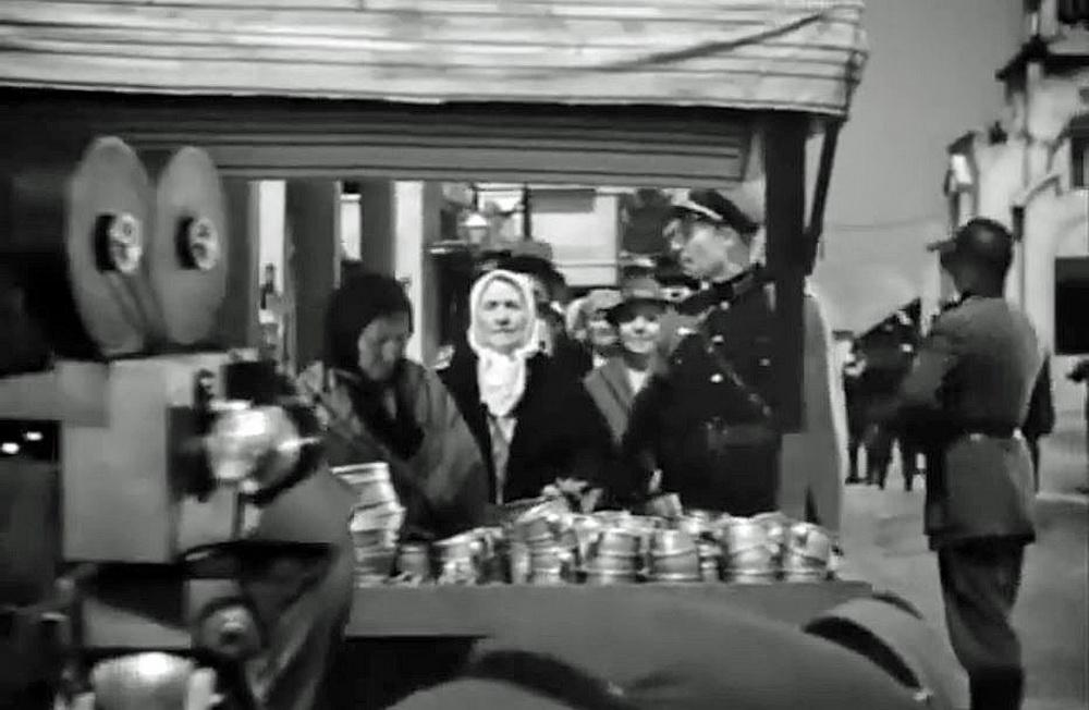 Die Darstellung der Nazi-Propagandamethoden erfolgt nach authentischen Vorbildern