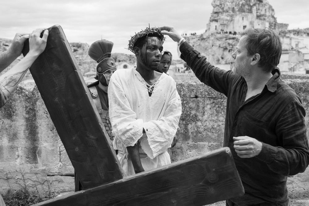 Jesus-Darsteller Yvan Sagnet und Milo Rau (© Fruitmarket/Langfilm/IIPM/Armin Smailovic)