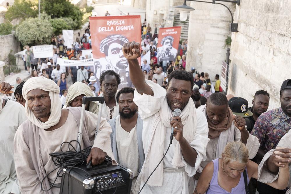 """Die """"Revolte der Würde"""" fordert Rechte für die Migranten in der Landarbeit (© Fruitmarket/Langfilm/IIPM/Armin Smailovic)"""