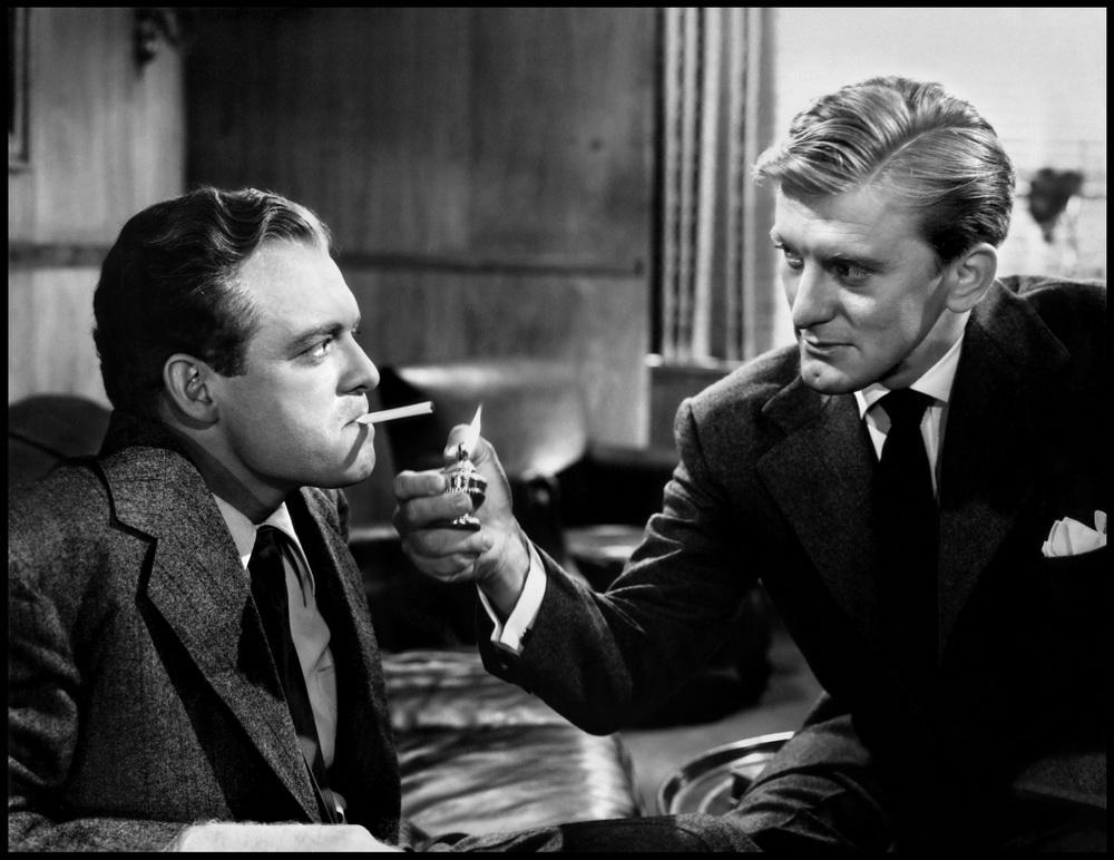 Van Heflin und Kirk Douglas als Rivalen (© imago images/Everett Collection)