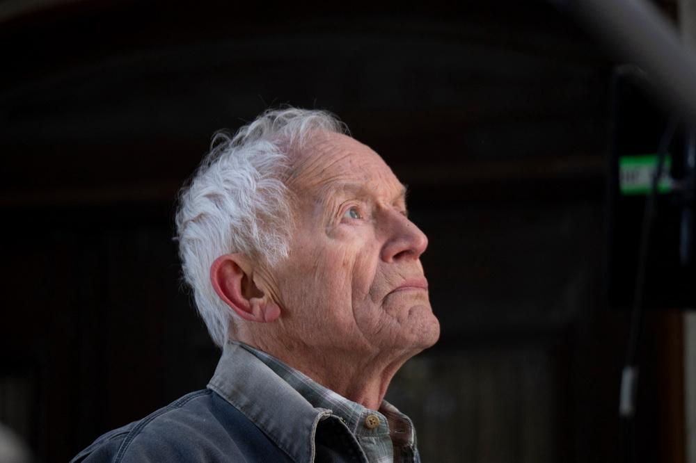 Lance Henriksen in seiner Rolle als Willis (© 2020 PROKINO Filmverleih GmbH)