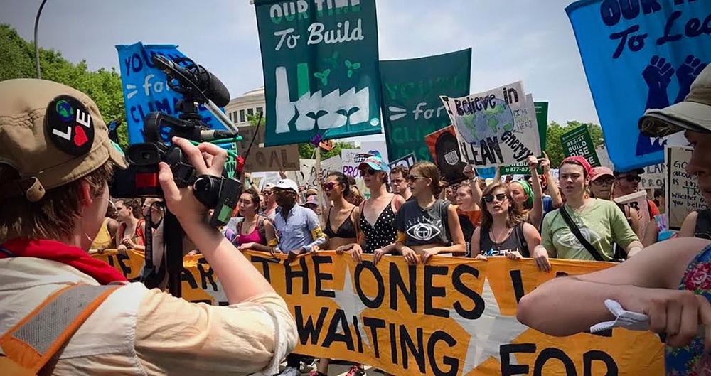 """""""Wir brauchen die Gemeinschaft"""" - Demo von jungen Klimaschützern (BJV)"""