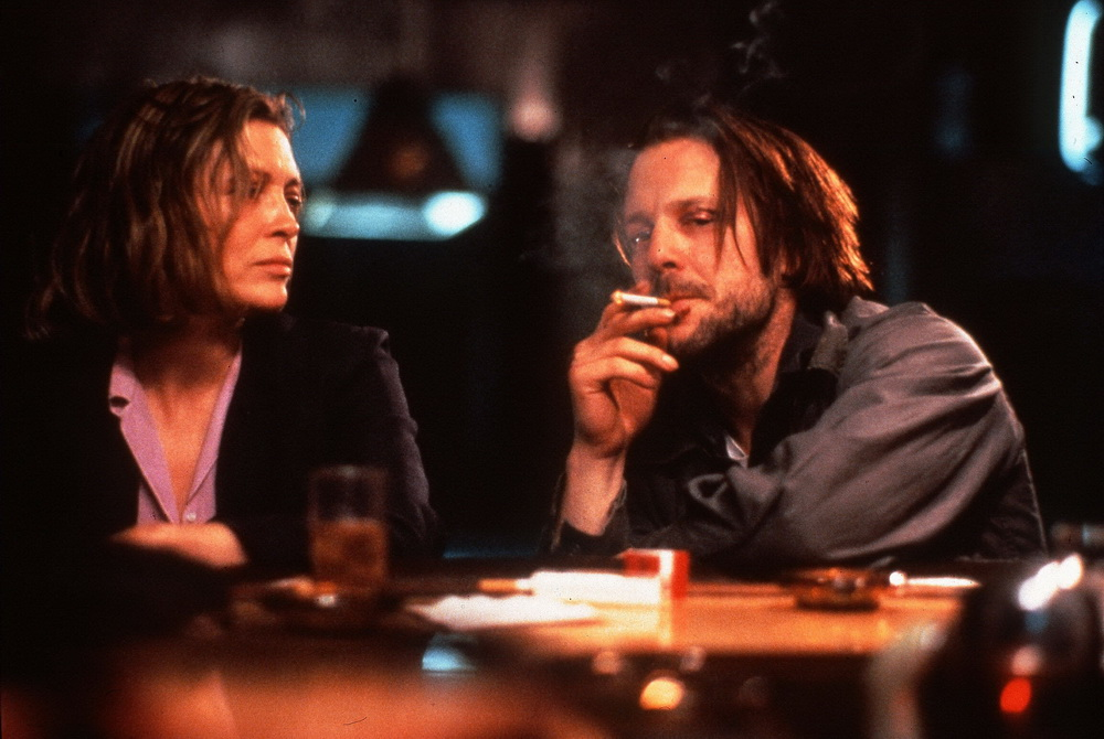 """Faye Dunaway, Mickey Rourke (r.) in """"Barfly"""" (imago images/Ronald Grant)"""