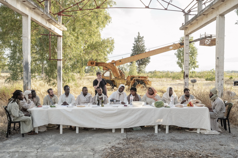 """Milo Rau beim Dreh von """"Das Neue Evangelium"""" (©Fruitmarket/Langfilm/IIPM/Armin Smailovic)"""