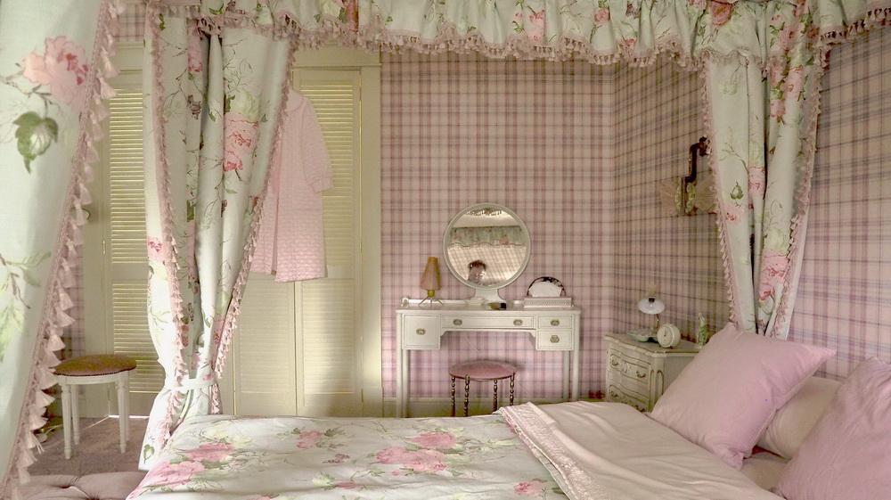 Beths Schlafzimmer, Setfoto: Uli Hanisch. (© Netflix)