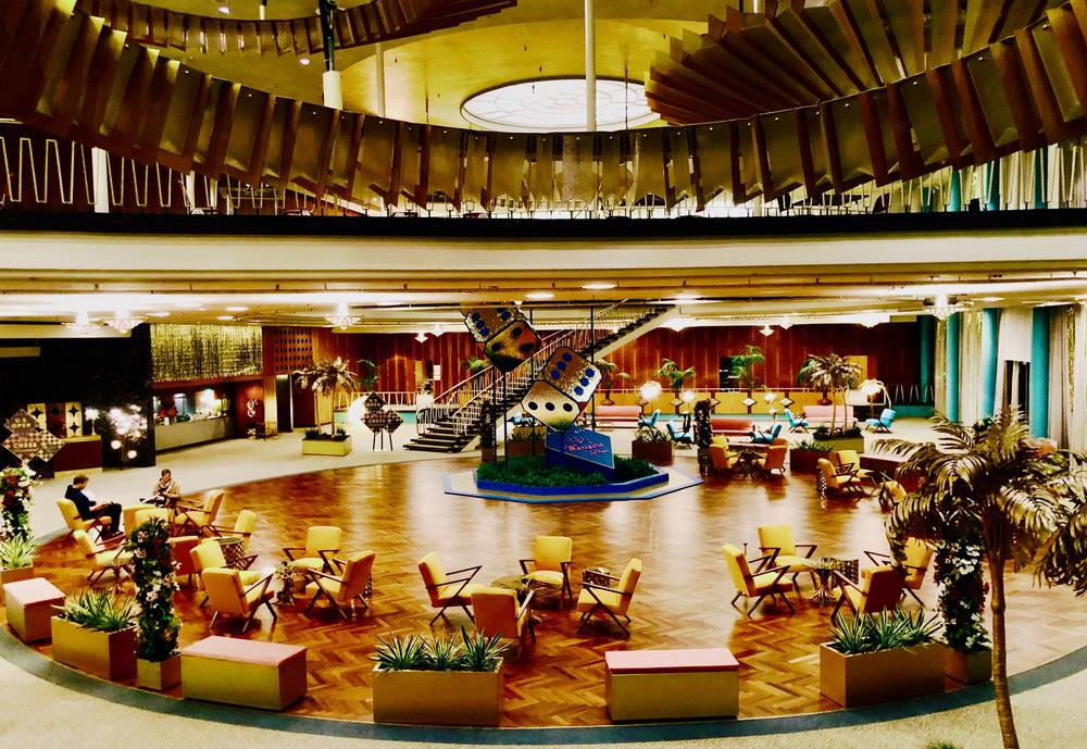 Mariposa-Hotel, Las Vegas, Drehort: Palais am Funkturm, Berlin. Setfoto: Uli Hanisch. (© Netflix)